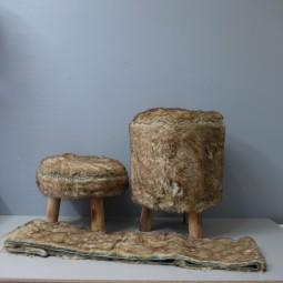 RP Hocker hoch mit Kunstfell Holzbeinen
